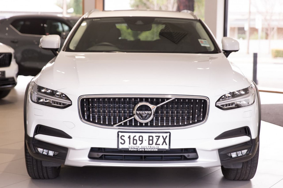 2020 Volvo V90 Cross Country P Series D5 Wagon Image 1