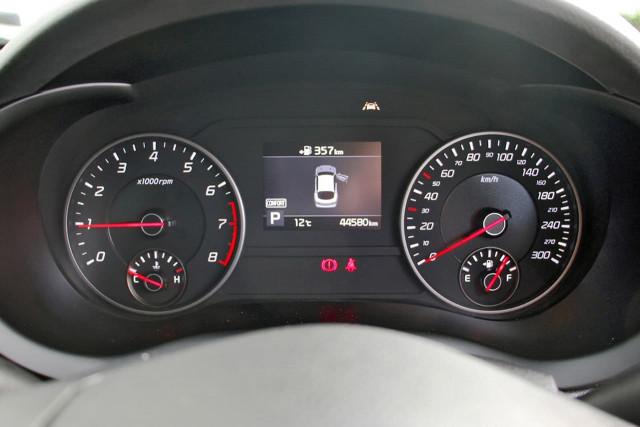 2017 Kia Stinger CK MY18 330Si Sedan Image 12