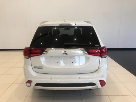 2017 Mitsubishi Outlander ZK PHEV LS Awd wagon Image 5