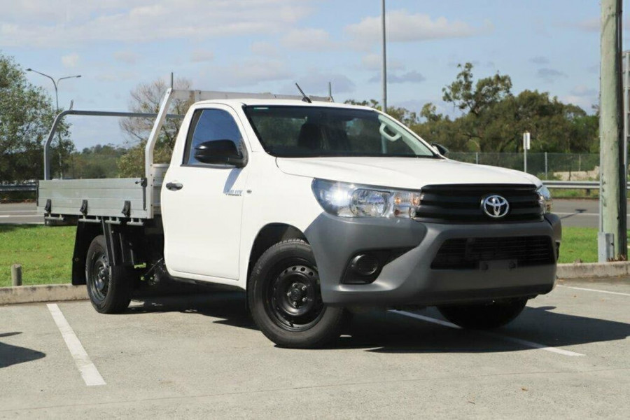 2016 Toyota HiLux GUN122R Workmate Cab chassis Image 1