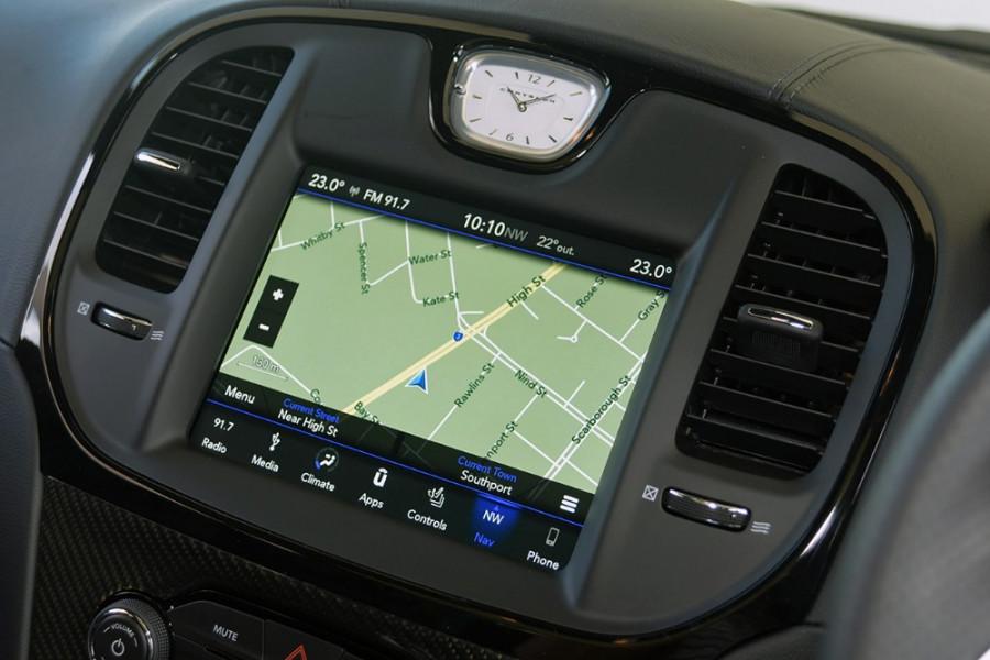2018 MY19 Chrysler 300 SRT LX SRT Sedan Mobile Image 12