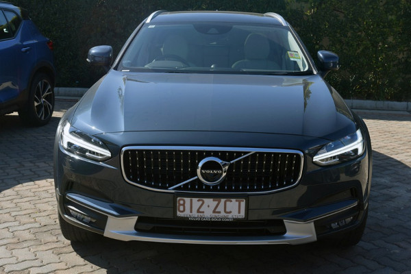 2019 Volvo V90 Cross Country D5 Wagon Image 3