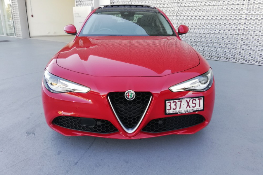 2016 Alfa Romeo Giulia Super Sedan Mobile Image 27