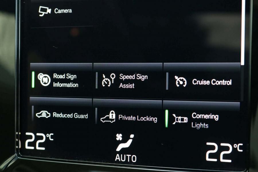2021 Volvo XC40 XZ T4 Inscription Suv Image 14