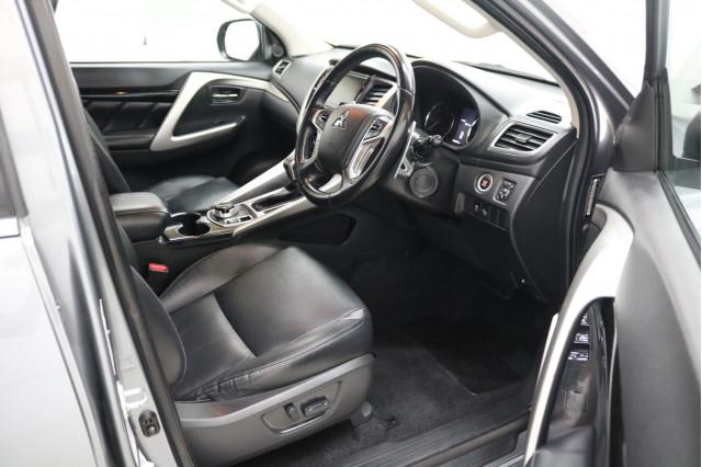 2017 Mitsubishi Pajero Sport QE GLS Suv Image 4