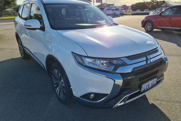 2019 Mitsubishi Outlander ZL LS Suv Image 3