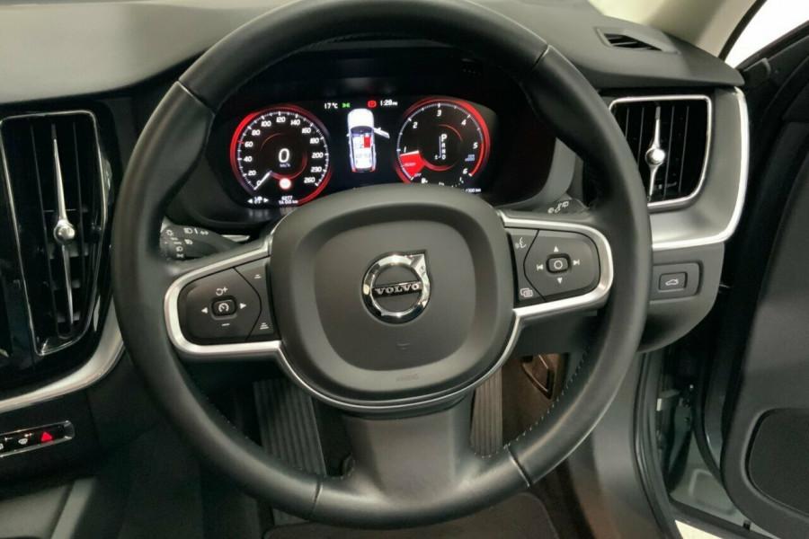 2018 MY19 Volvo XC60 246 MY19 D4 Momentum (AWD) Suv Mobile Image 18