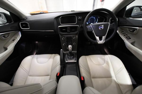 2013 Volvo V40 M Series D4 Luxury Hatch