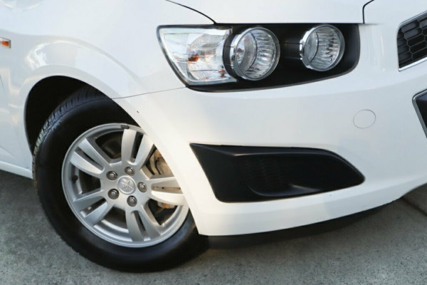 2013 MY14 Holden Barina TM MY14 CD Sedan Image 2