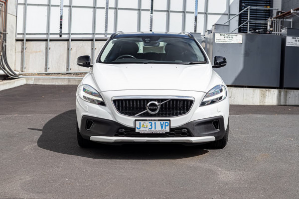 2017 Volvo V40 Cross Country (No Series) MY18 T5 Pro Hatchback Image 2