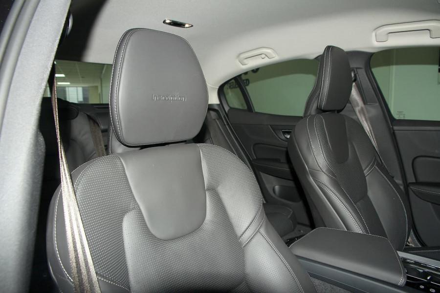 2019 MY20 Volvo S60 Z Series T5 Inscription Sedan Mobile Image 13