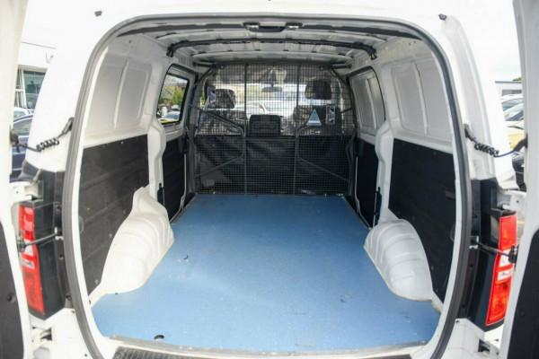 2016 Hyundai iLOAD TQ3-V Series II MY16 Van Image 5
