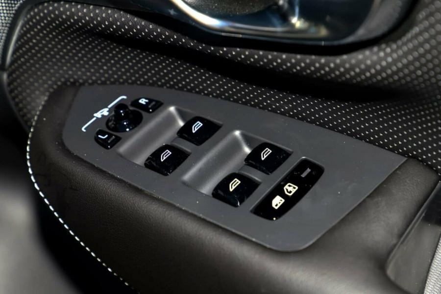 2019 Volvo XC90 L Series D5 R-Design Suv Mobile Image 16