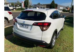 2017 Honda HR-V VTi-S Suv Image 3