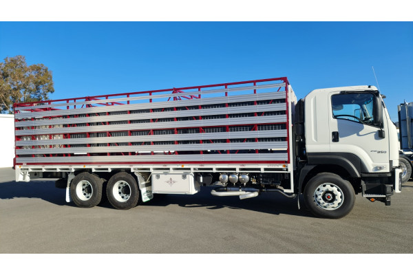 2021 Isuzu Fx Series FX FXY240-350 Livestock truck Image 2
