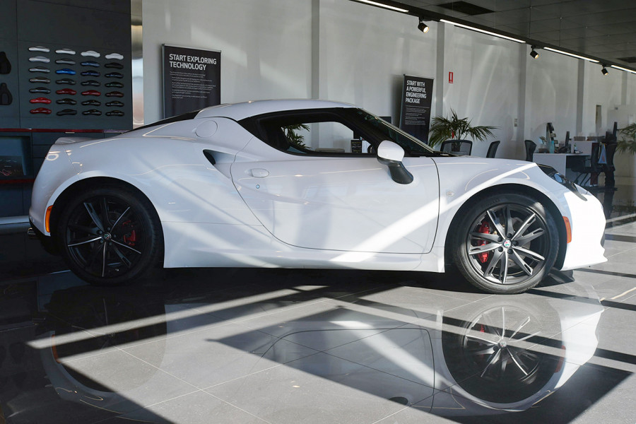 2018 MY17 Alfa Romeo 4C Series 1 Coupe Coupe Mobile Image 3
