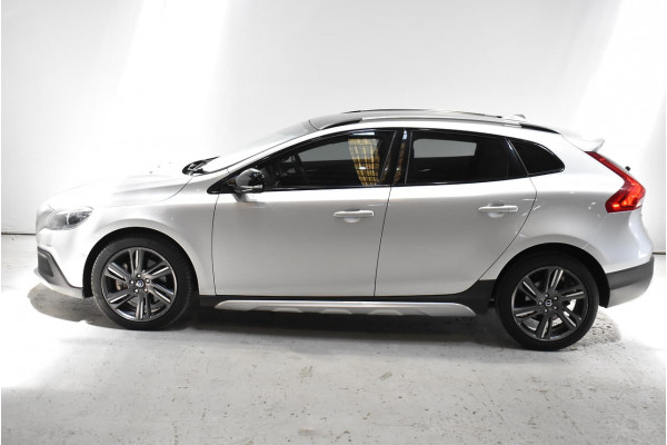 2014 Volvo V40 Cross Country (No Series) MY14 D4 Luxury Hatchback Image 3