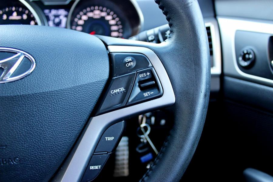 2012 Hyundai Veloster FS Hatchback Image 18