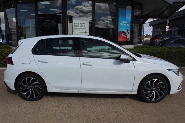 2021 Volkswagen Golf 8 110TSI Life Hatch Image 4