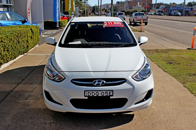 2015 MY16 Hyundai Accent RB3  Active Hatchback Image 3