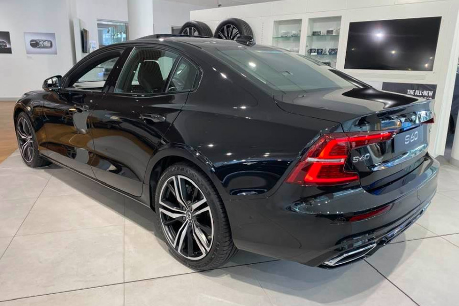 2020 Volvo S60 Z Series T8 R-Design Sedan Mobile Image 3