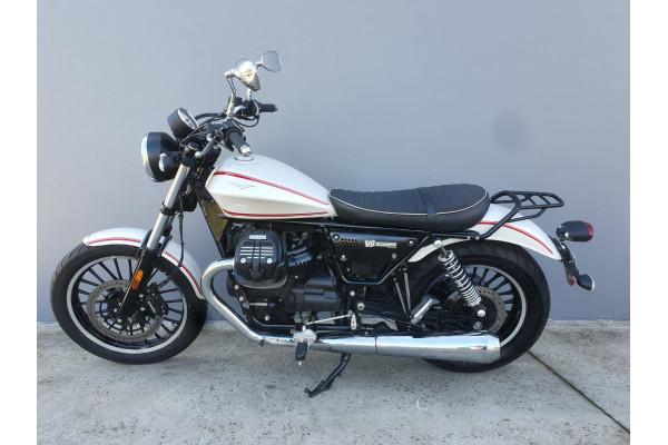 2016 Moto Guzzi V9 Roamer Motorcycle Image 3