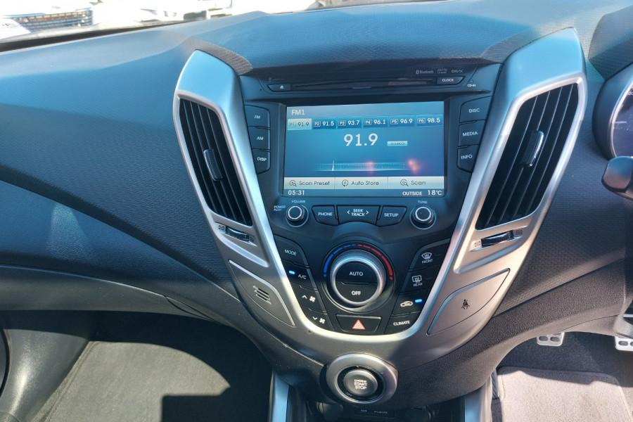 2012 Hyundai Veloster FS2 + Hatchback Image 14
