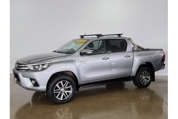 2016 Toyota HiLux SR5 4x4 Double-Cab Pick-Up Utility Image 3