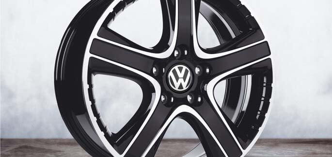 "18"" Black Dakar alloy wheel"
