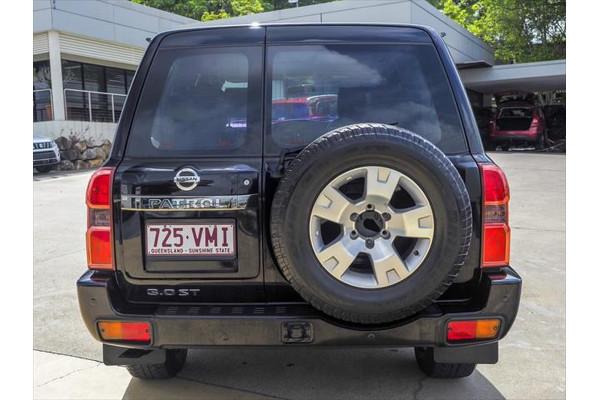 2014 Nissan Patrol Y61 ST Suv Image 2
