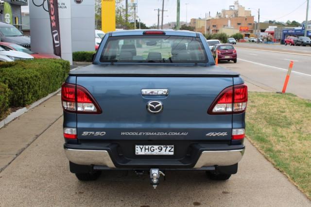 2018 Mazda BT-50 UR 4x4 3.2L Dual Cab Pickup XTR Cab chassis Image 5