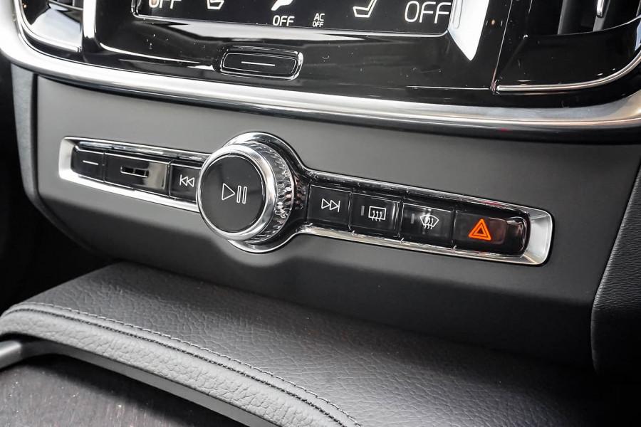 2020 Volvo V90 Cross Country D5 Wagon Image 12