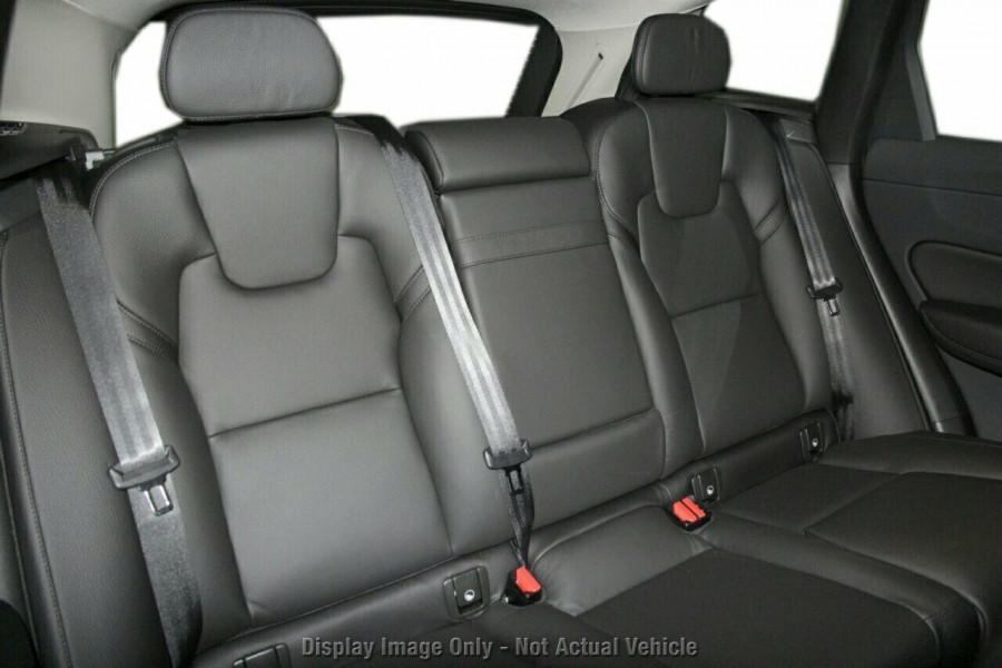 2019 MY20 Volvo XC60 UZ D4 Momentum Suv Image 9