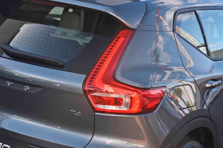 2019 Volvo XC40 T4 Momentum Suv Mobile Image 20