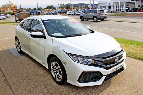 2018 Honda Civic Hatch 10th Gen  VTi Hatchback Image 4