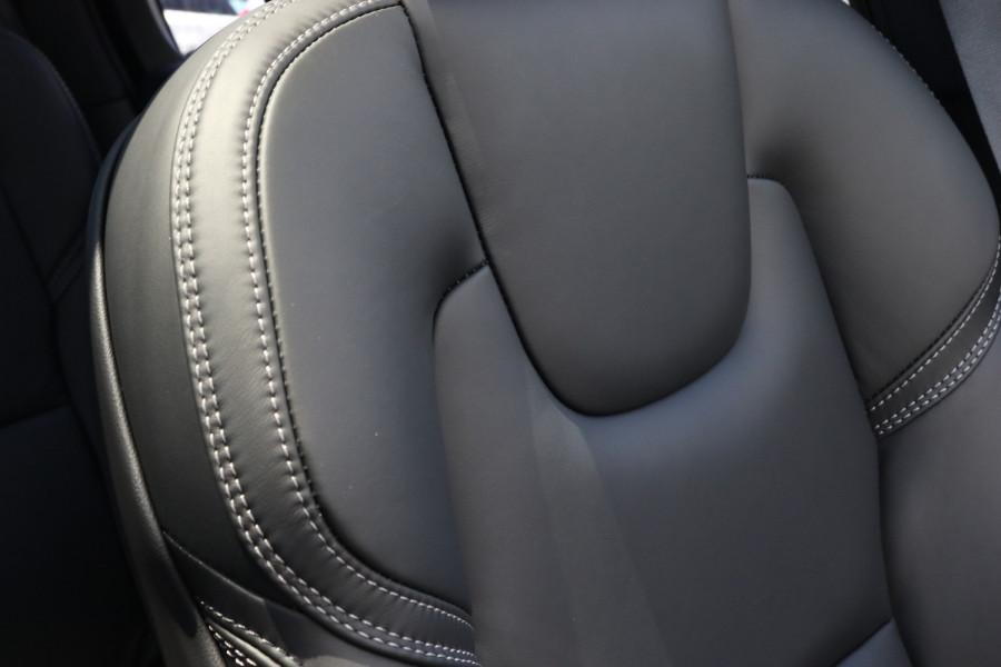 2020 Volvo XC90 L Series D5 Momentum Suv Image 16