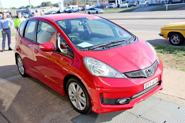 2012 Honda Honda GE  Vibe-S Hatchback Image 4