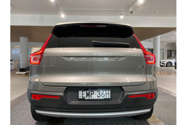 2021 Volvo XC40 XZ T4 Inscription Suv Image 2