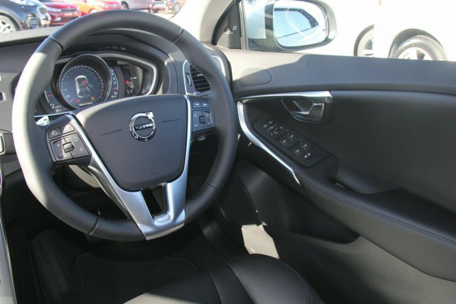 2017 MY18 Volvo V40 M Series D4 Inscription Hatchback
