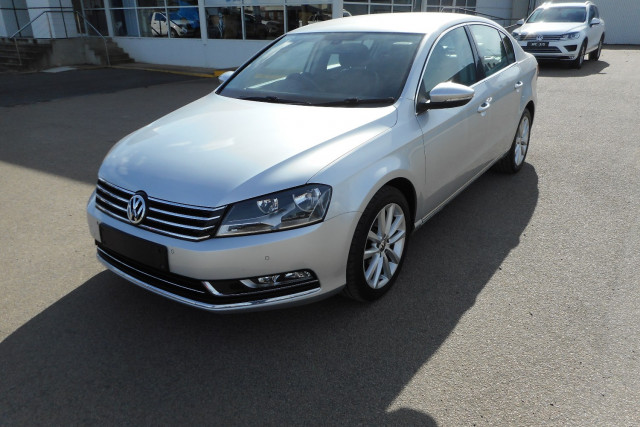 2012 MY13 Volkswagen Passat Type 3C  125TDI Highline Sedan Image 4