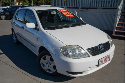 2004 Toyota Corolla ZZE122R Ascent Hatchback Image 2