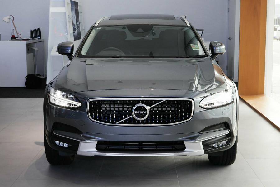 2019 Volvo V90 Cross Country D5 Wagon Mobile Image 3