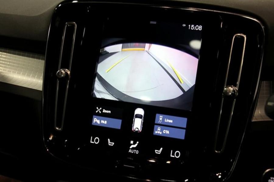 2018 MY19 Volvo XC40 XZ T4 Momentum Suv Mobile Image 14