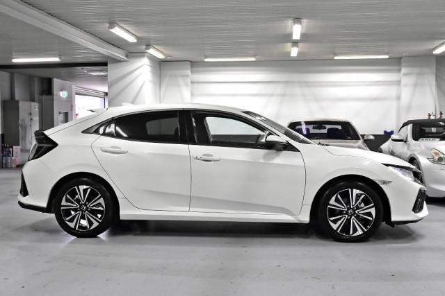 2018 Honda Civic 10th Gen  VTi-L Hatchback Image 3