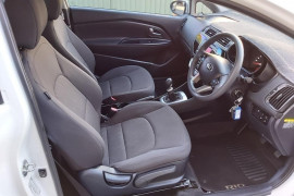 2015 Kia Rio UB  S Hatchback Mobile Image 15