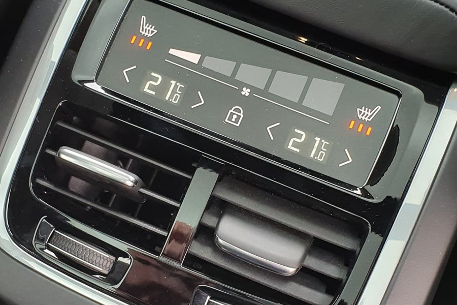 2020 Volvo V60 T5 Inscription T5 Inscription Wagon Mobile Image 5