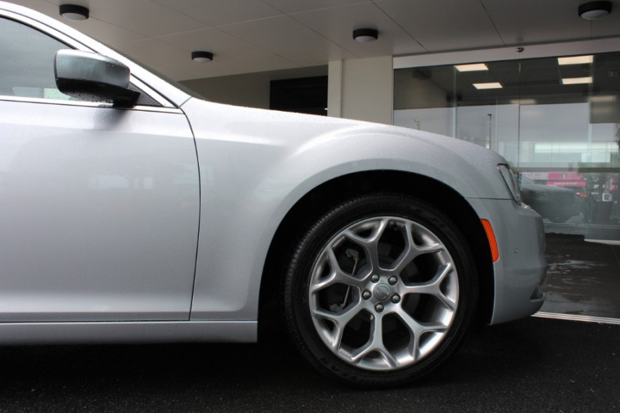 2020 MY19 Chrysler 300 LX C Luxury Sedan Image 26