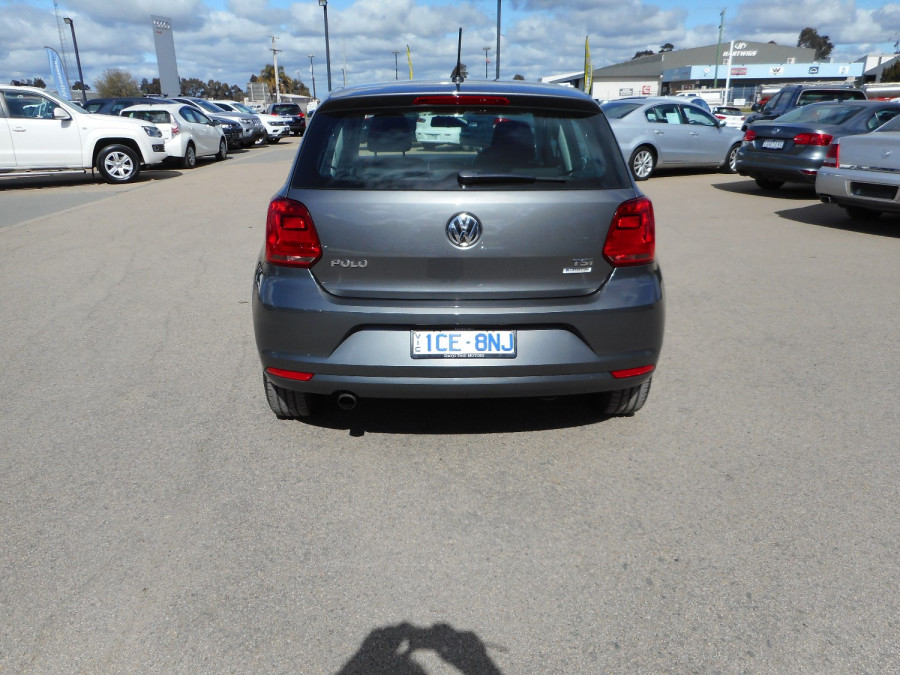 2015 Volkswagen Polo Hatchback Image 7