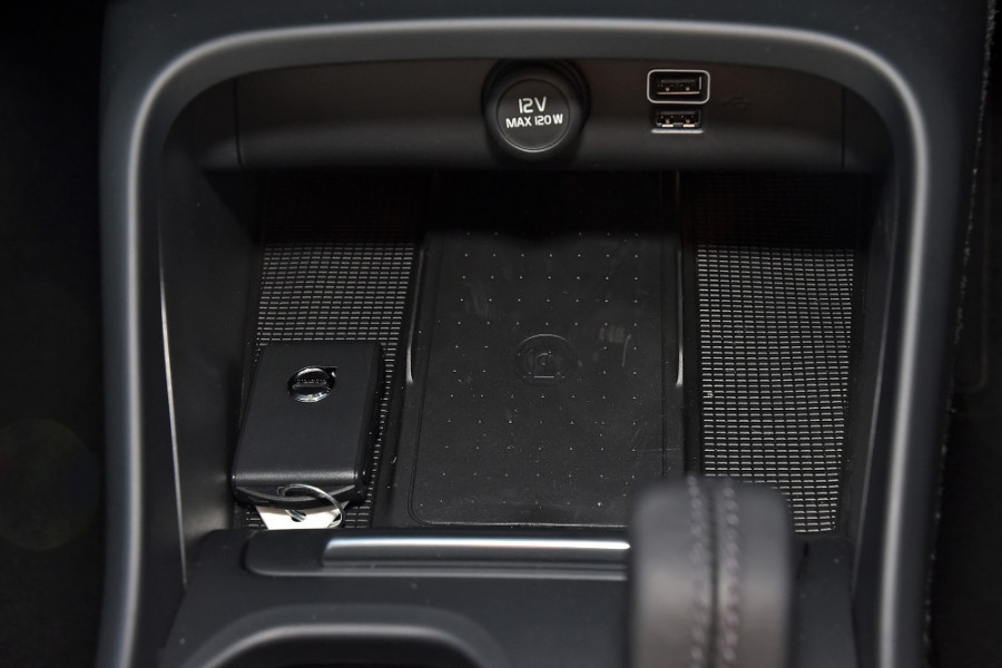 2019 Volvo XC40 XZ T4 Momentum Suv Mobile Image 19