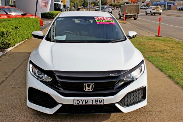 2018 Honda Civic Hatch 10th Gen  VTi Hatchback Image 3